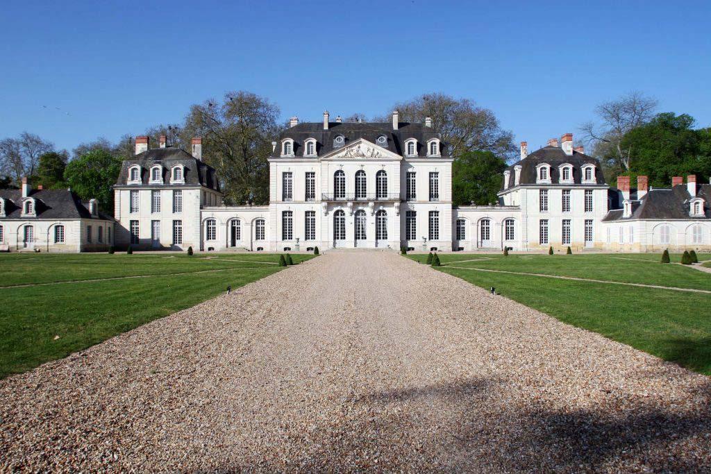 Corps central depuis la grille_chateau_paris
