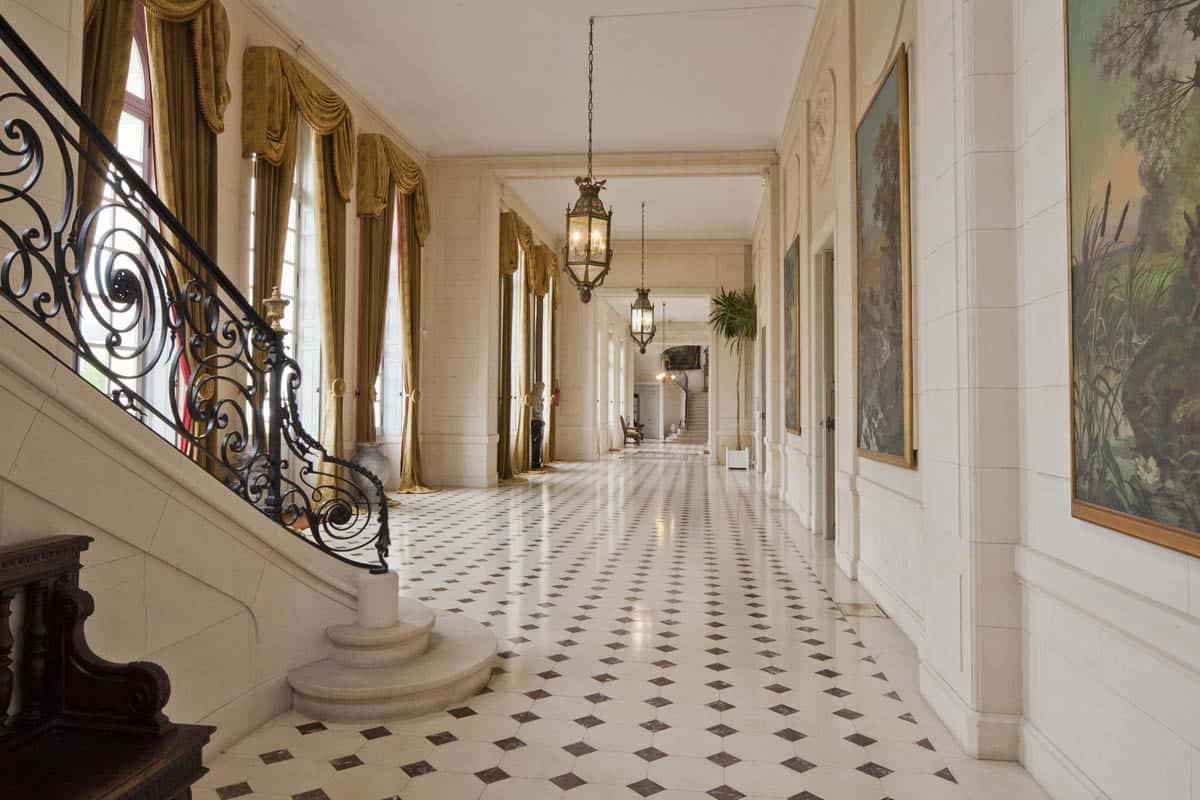 Vestibule et escalier_chateau_paris