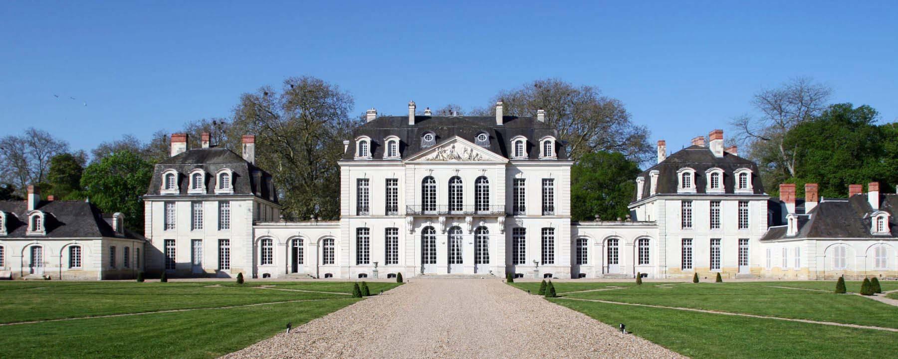 cropped-Corps-central-depuis-la-grille_chateau_paris.jpg